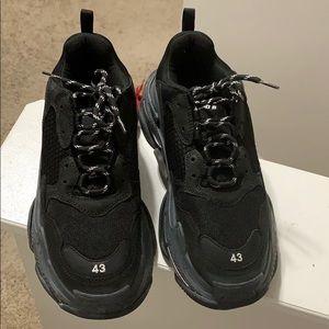 Balenciaga Shoes - Balenciaga Triple S size 43/10M